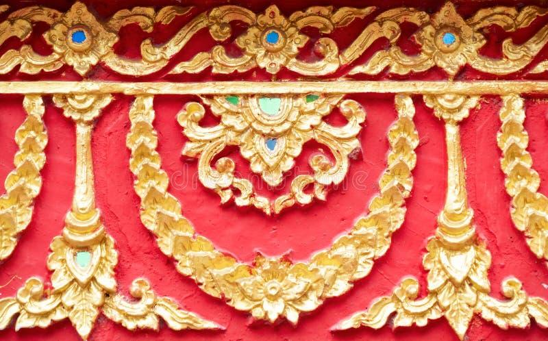 Традиционная тайская картина золотой штукатурки стоковое изображение rf