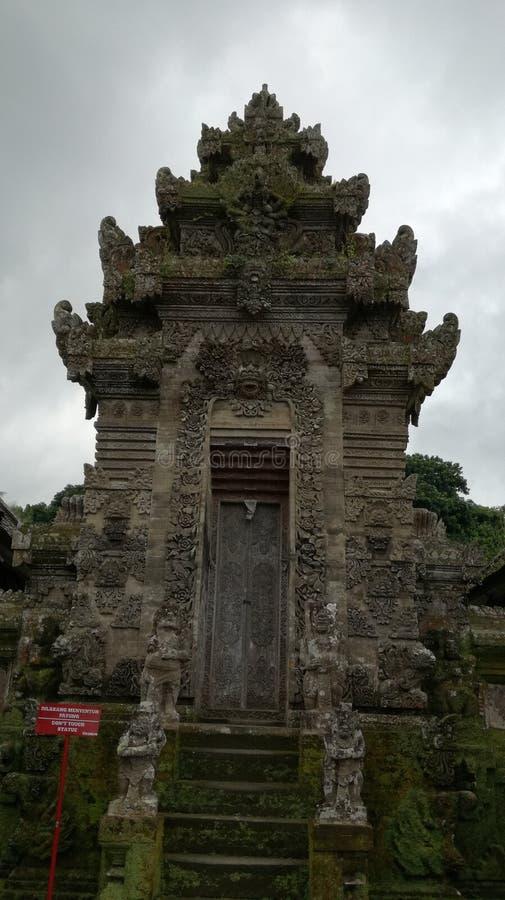 Традиционное балийское agung kori архитектуры на деревне Бали penglipuran стоковое фото