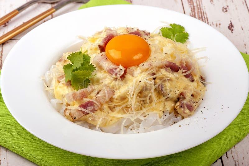 Традиционное блюдо итальянского соуса carbonara кухни стоковое фото