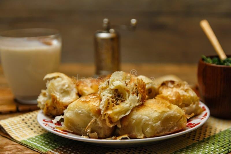 Традиционное боснийское borek manti печенья стоковая фотография