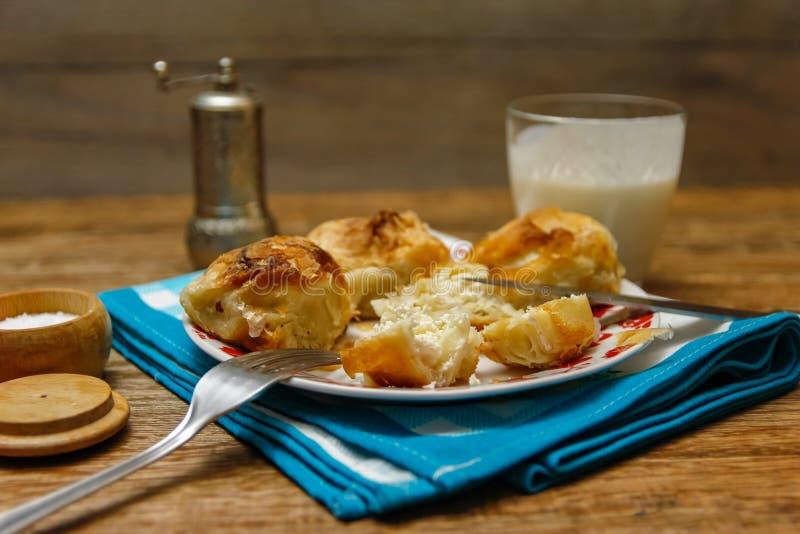Традиционное боснийское borek manti печенья стоковые фотографии rf