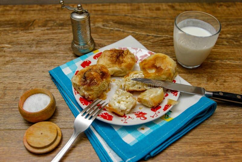 Традиционное боснийское borek manti печенья стоковое фото rf