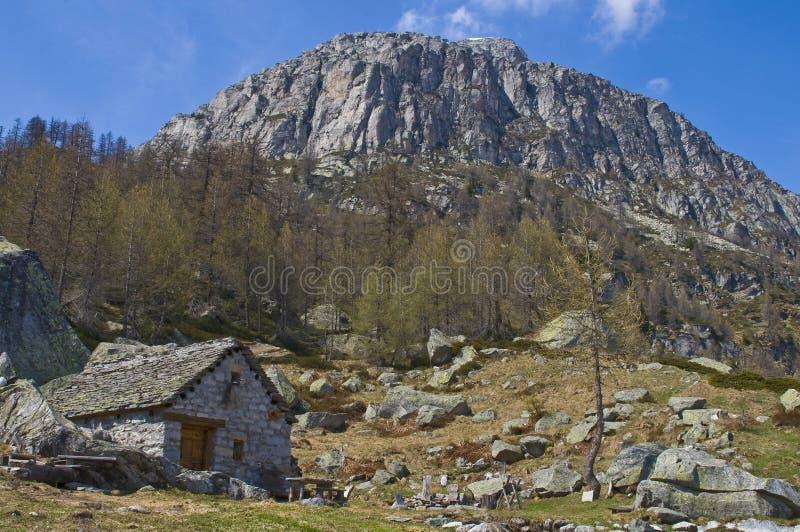 традиционное montain chalet старое стоковое изображение rf