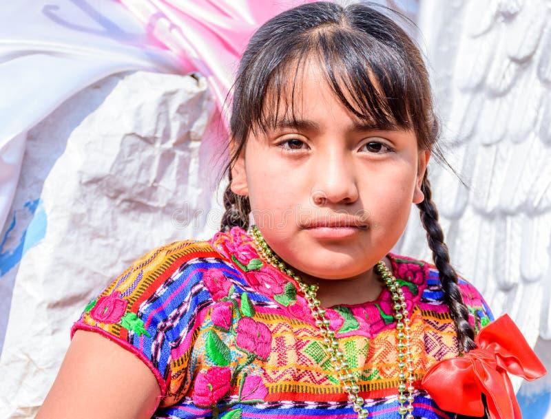Традиционно одетая индигенная девушка в параде, Гватемала стоковое фото