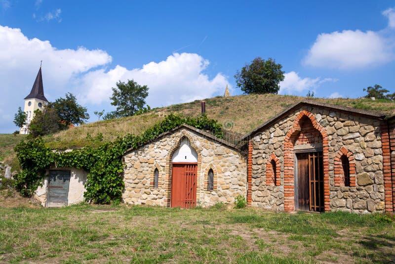 Традиционные винные погреба, Vrbice, район Breclav, южная Моравия, чехия стоковые изображения