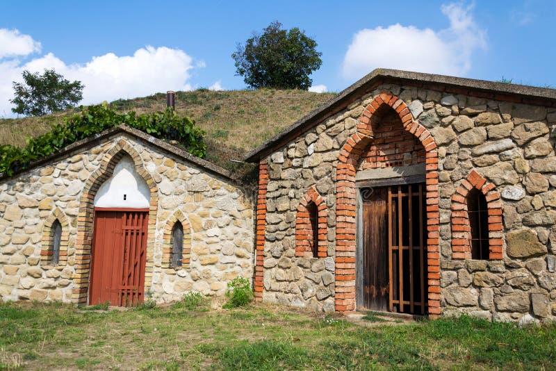 Традиционные винные погреба, Vrbice, район Breclav, южная Моравия, чехия стоковое изображение