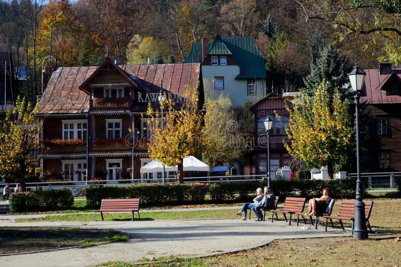 Традиционные деревянные здания на курортном городе ³ j Польши Krynica-Zdrà стоковые фото