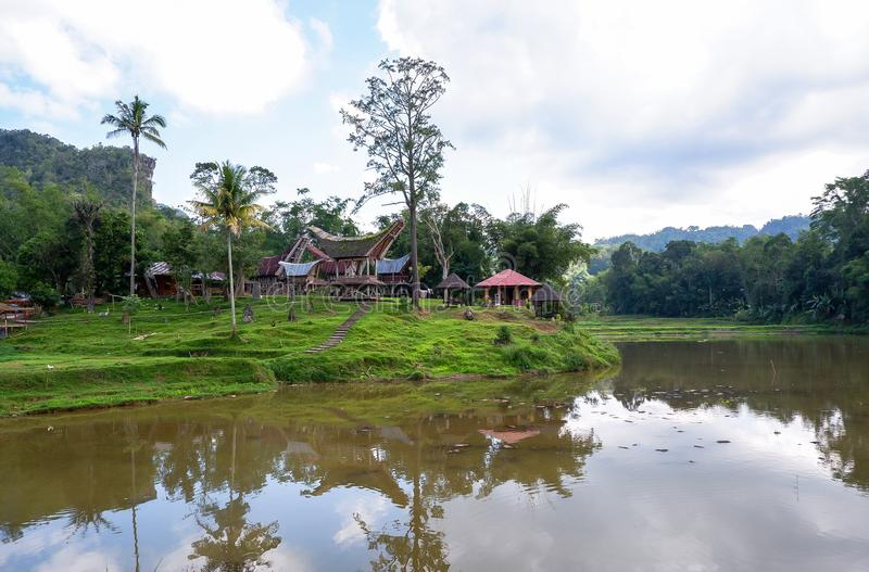 Традиционные дома на деревне Kete Kesu, Tana Toraja, Сулавеси стоковое фото rf