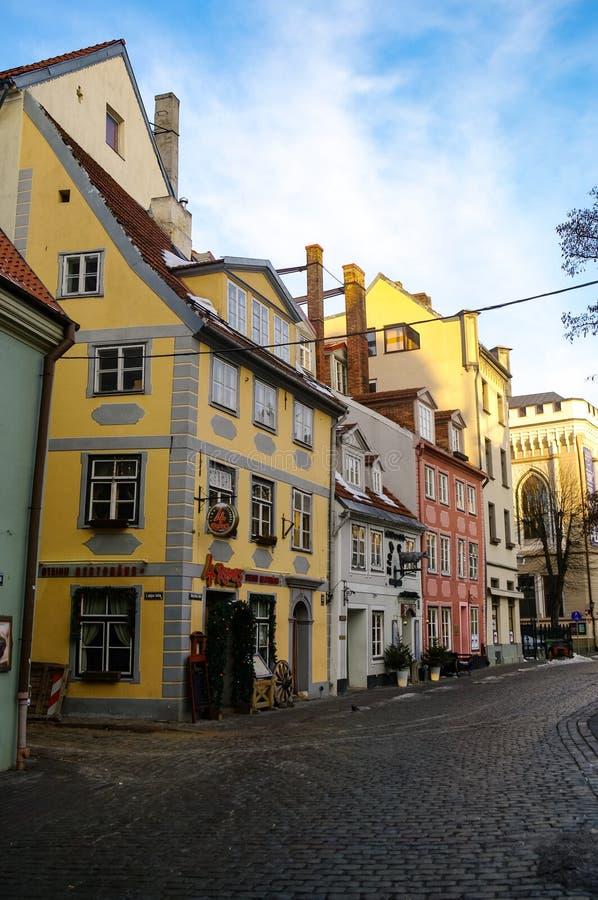 Традиционные средневековые дома на площади Ливу Старый город Риги стоковая фотография rf