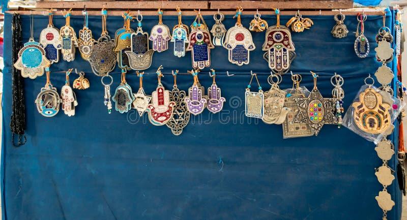 Традиционные старые израильские религиозные талисман и шармы на голубой стене стоковые изображения