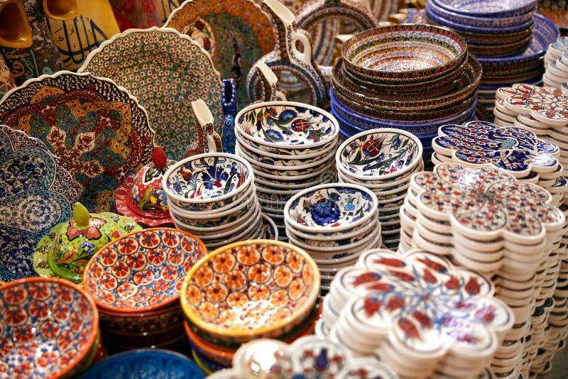 Традиционные турецкие керамические плиты на восточном крупном плане рынка стоковое фото rf
