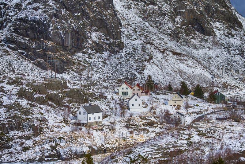 Традиционные хаты в деревнях Hamnoy и Reine островов Lofoten стоковые фотографии rf