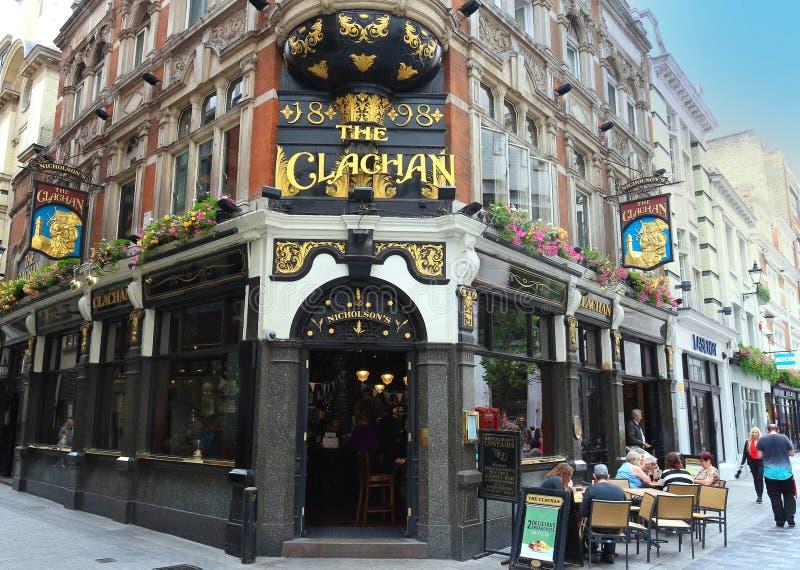 Традиционный английский паб Clachan в центральном Лондоне стоковое изображение rf