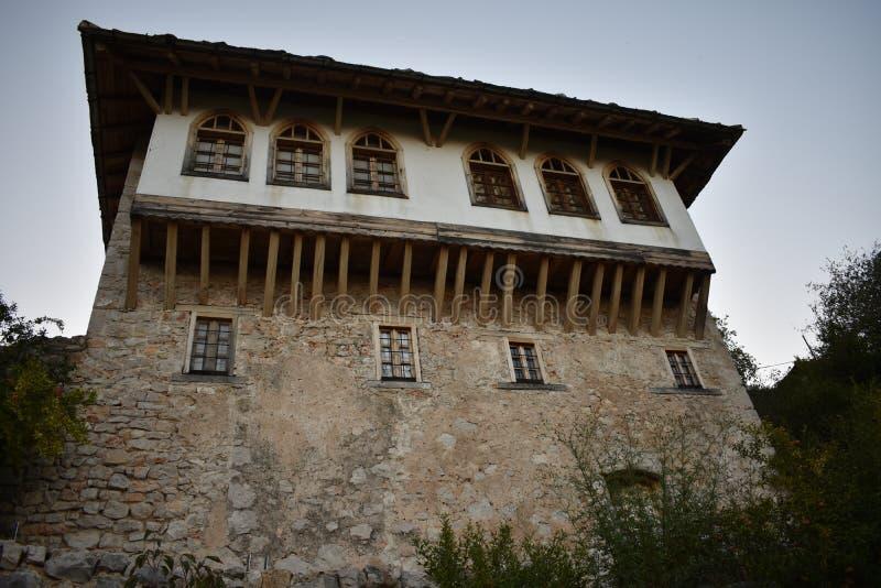 Традиционный, восточный боснийский дом в Pocitelj стоковые изображения rf