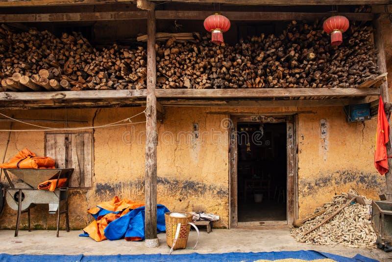 Традиционный дом hmong в провинции Ha Giang, северном Вьетнаме стоковое изображение rf