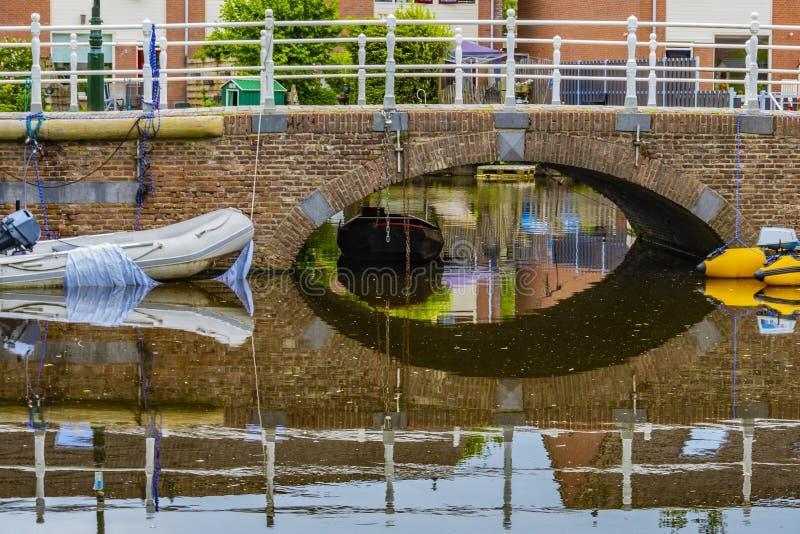 Традиционный ландшафт в деревне Алкмара Нидерландская Голландия стоковое фото rf