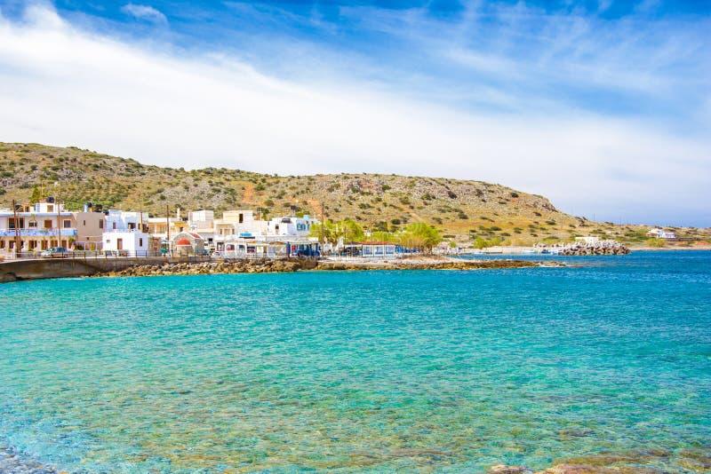 Традиционный наглядный прибрежный рыбацкий поселок Milatos, Крита стоковое изображение rf
