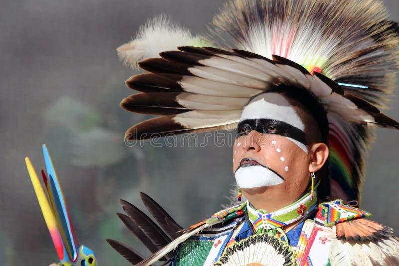 Традиционный отраженный танцор - стоковая фотография