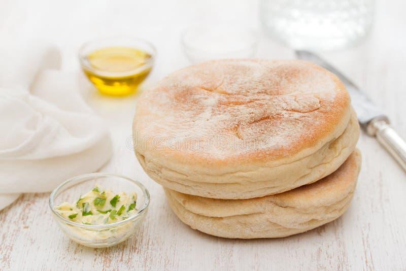 Традиционный португальский хлеб картошки Мадейры - bolo de caco стоковая фотография rf
