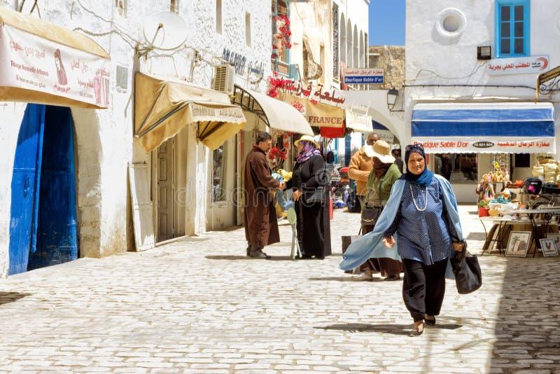 Традиционный рынок Medina в Houmt El Souk в Джербе, Тунисе стоковая фотография rf