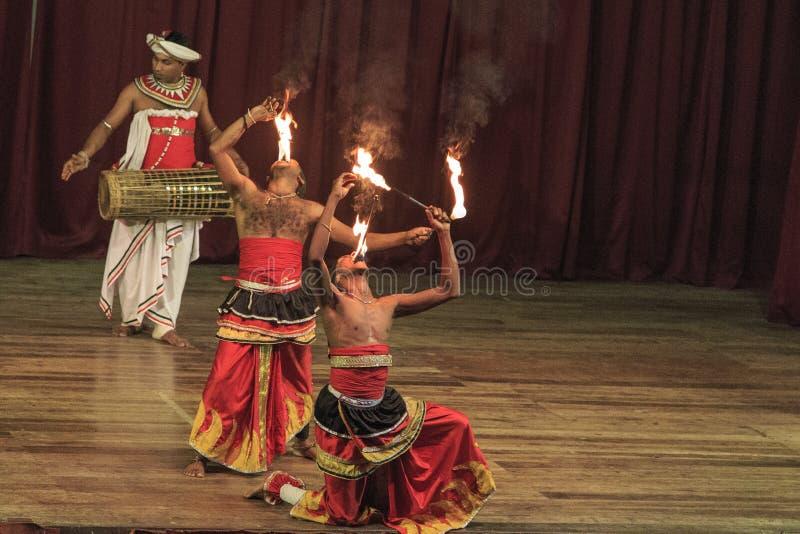 Традиционный танец и барабанить проведение, культурная выставка, Канди, Шри-Ланка стоковые изображения