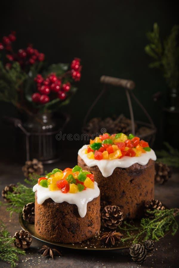 Традиционный торт плодоовощ рождества на темной предпосылке стоковые изображения rf