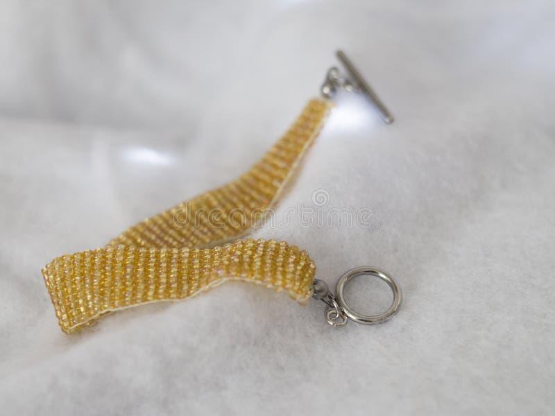 Традиционный чех отбортовывает браслет с шарнирнорычажным фермуаром стоковые фотографии rf