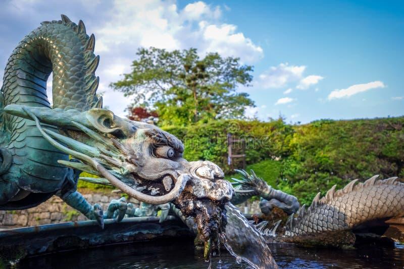 Традиционный японский фонтан дракона, Nikko, Япония стоковое фото