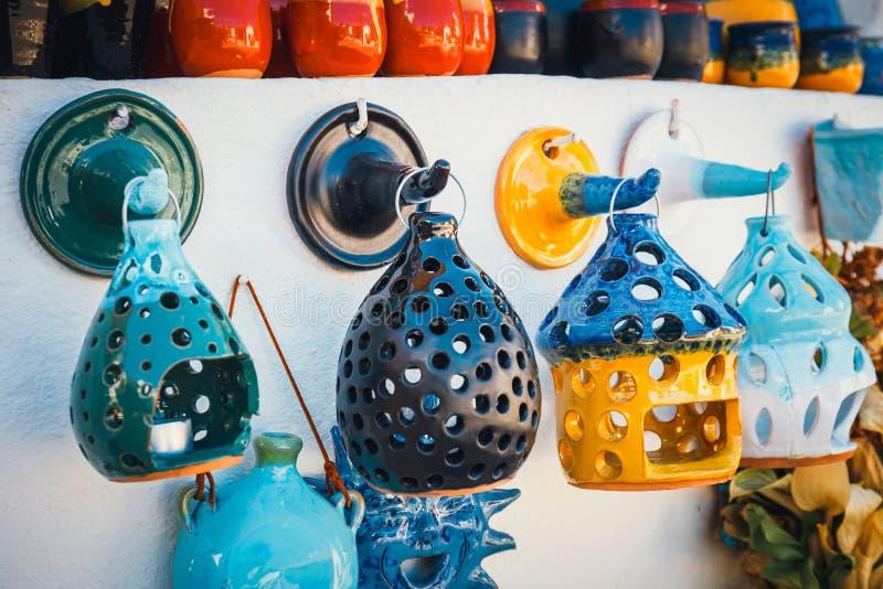 Традиционным блюда покрашенные критянином керамические стоковые фотографии rf