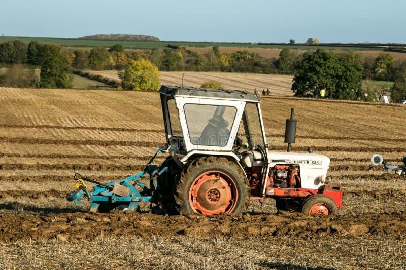 Тракторы винтажные Давида коричневые белые припаркованные вверх стоковое изображение rf