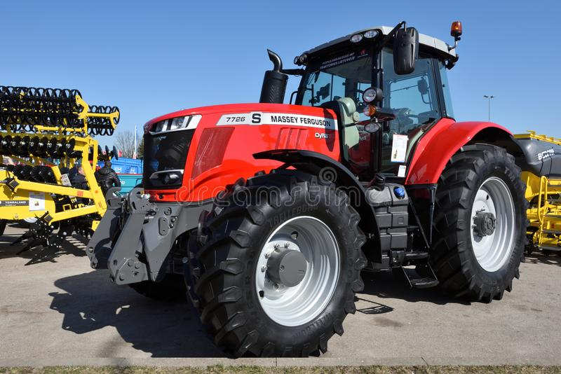 Трактор и логотип Massey Ferguson стоковое изображение