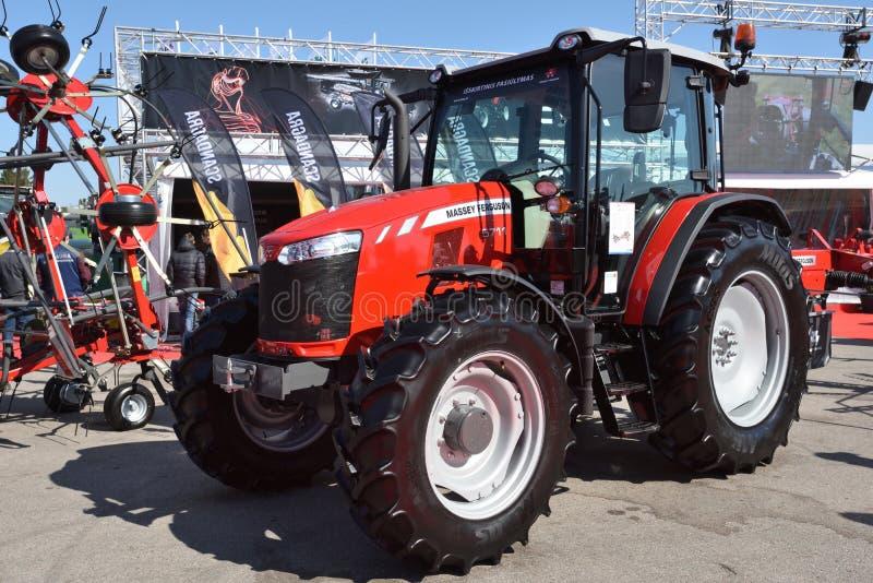 Трактор и логотип Massey Ferguson стоковая фотография rf