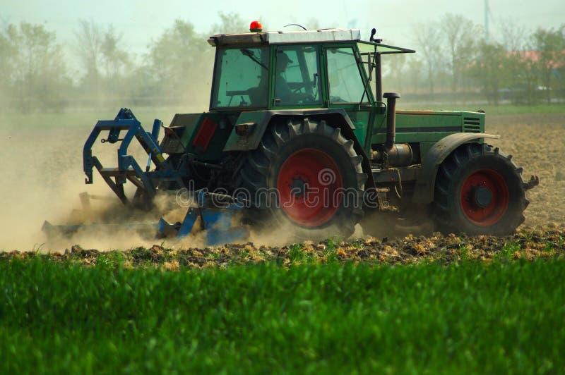 трактор плужка стоковая фотография