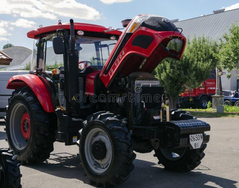 Трактор представил на XXX международное Агро-промышленное Exhib стоковая фотография