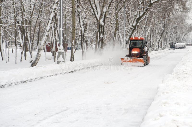 трактор снежка удаления стоковые фотографии rf