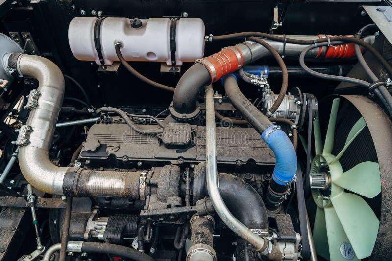 Трактор современного нового высок-техника тепловозные аграрный или двигатель жатки стоковые фото