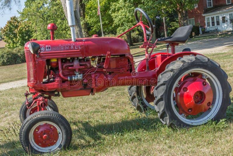 Трактор Farmall Cub стоковое изображение