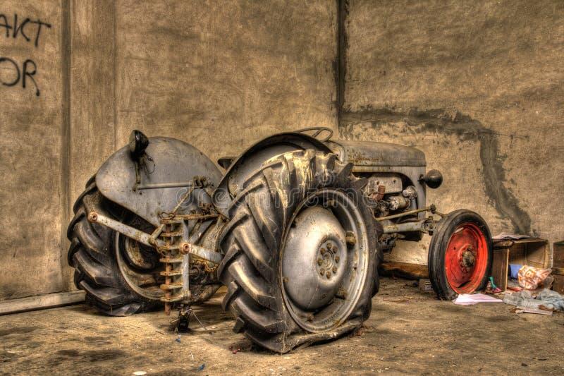 трактор hdr старый стоковая фотография