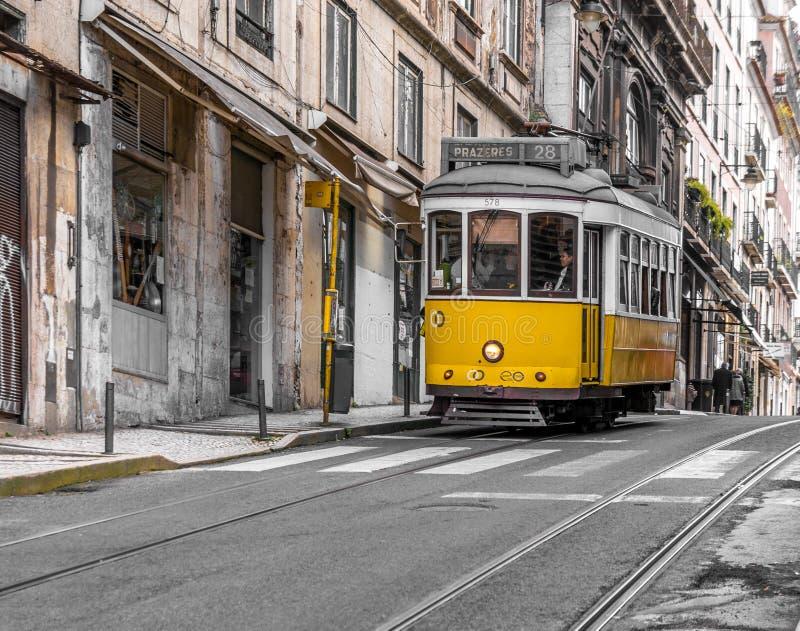 Трамваи в Лиссабоне стоковые изображения rf