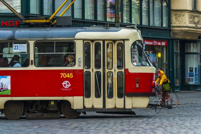 Трамваи в Праге стоковое изображение