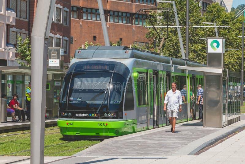 Трамвайная линия останавливает на станции в городе Бильбао, Испании стоковое фото rf