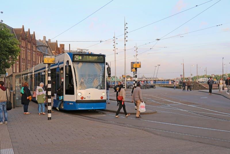 Трамвайная остановка на центральном вокзале Амстердама стоковое фото