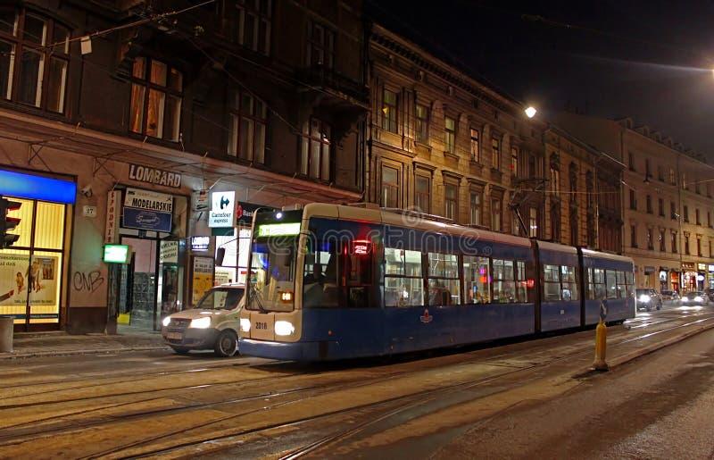 Трамвай в Кракове на ноче, Польша стоковые изображения rf