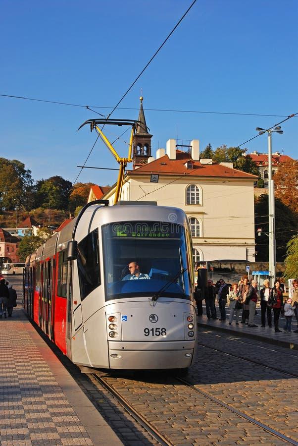 Трамвай в Праге на дороге Klarov на трамвайной остановке Malostranska стоковые фото