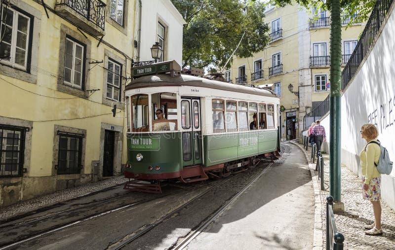 Трамвай в узкой улице Лиссабона стоковая фотография rf