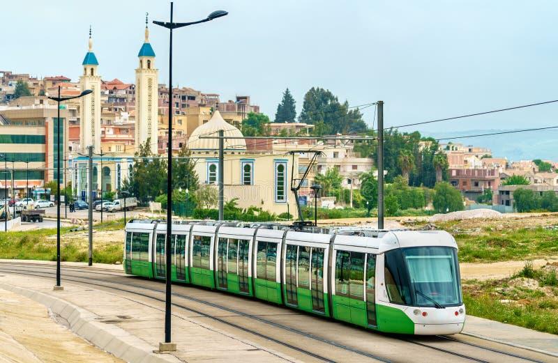 Трамвай города и мечеть в Константине, Алжире стоковые фото