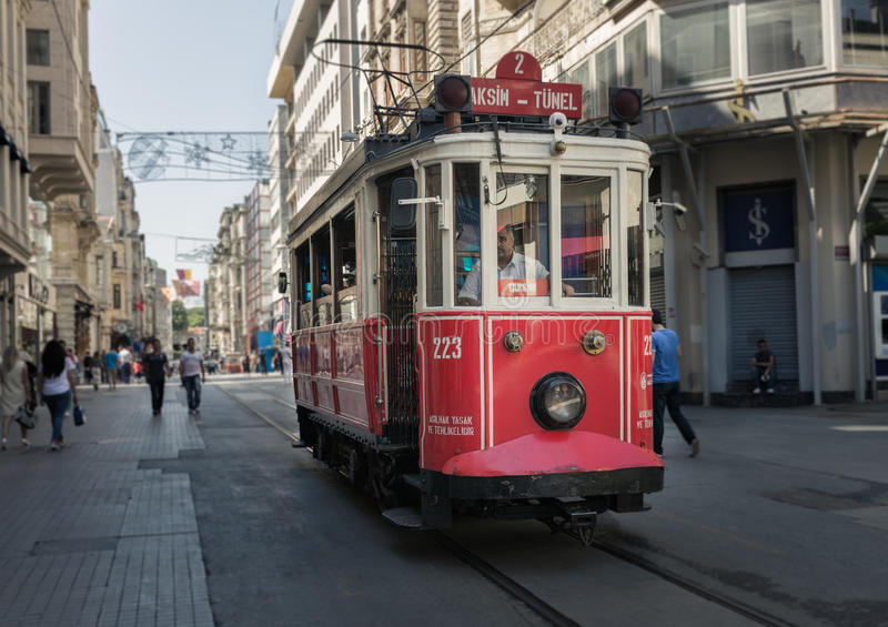 Трамвай ностальгии Taksim Tunel в Стамбуле стоковое изображение