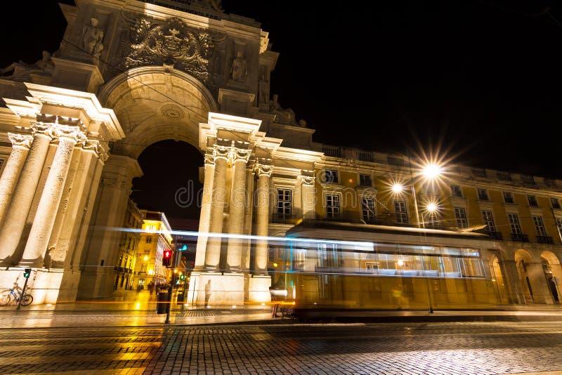 Трамвай ночи Лиссабона стоковые изображения rf