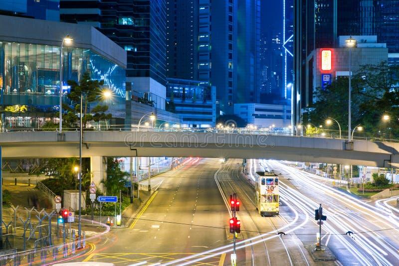 Трамвай палубы двойника Гонконга на ноче стоковые фотографии rf