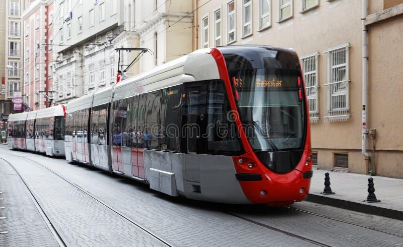 трам улицы istanbul быстро проходя стоковые изображения